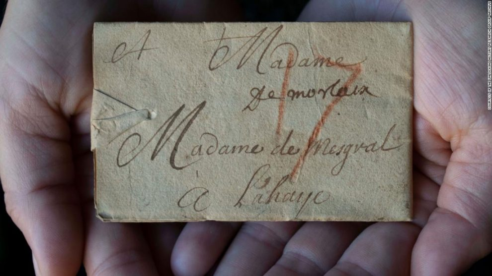 Rare 'locked' letter sealed 300 years ago is finally